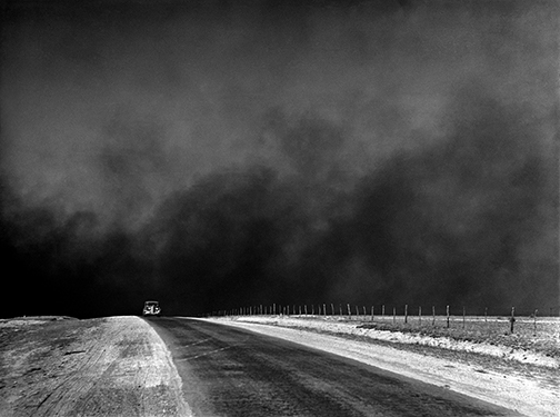 a car trying to escape a coming dust storm in the Dust Bowl of the 1930s